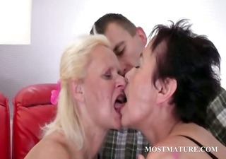 concupiscent cougars bowing cock in 3some